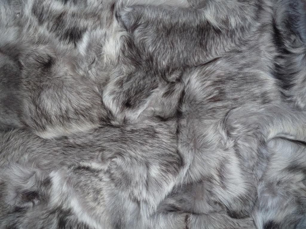 Fell Teppich Grau : fellteppich l ufer im patchwork design silber grau ~ Watch28wear.com Haus und Dekorationen